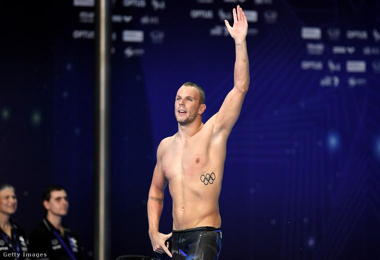 Ő Klye Chalmers ausztrál úszó, neki például semmi köze az előző fotón látott modellhez azon kívül, hogy ő is tetováltatott már: az oldalán az olimpiai ötkarika a leglátványosabb, de az alkarjait is tessék figyelni!