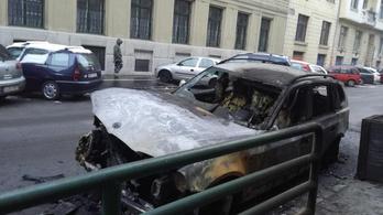 Kiégett egy autó a Ferencvárosban