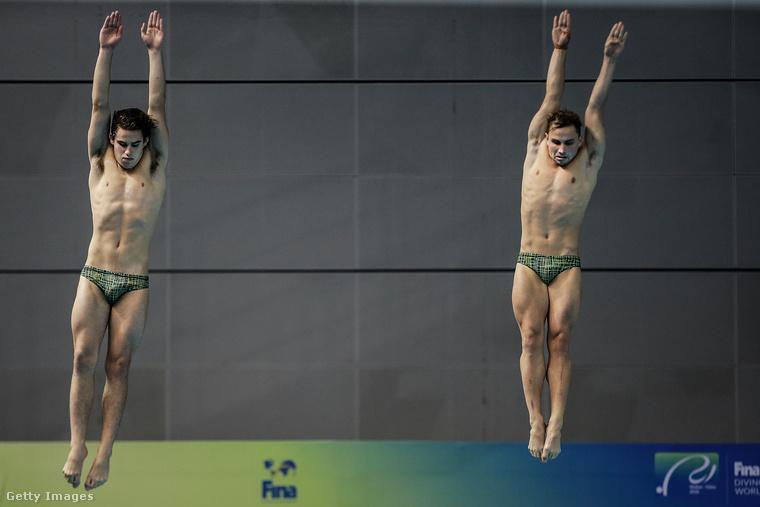 Ők szintén ausztrálok, Bedggood Domonic és Carter Matthew a nevük, de a kép Kínában készült róluk egy műugróversenyen június 5-én.