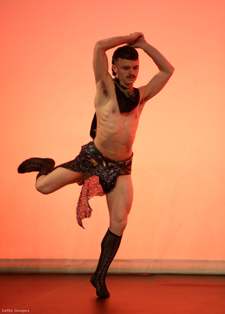 Őróla nem sokat tudunk, csak annyit, hogy egy Cowpuncher című előadásban szerepelt áprilisban Londonban, és hogy ez a kép egy próbán készült.