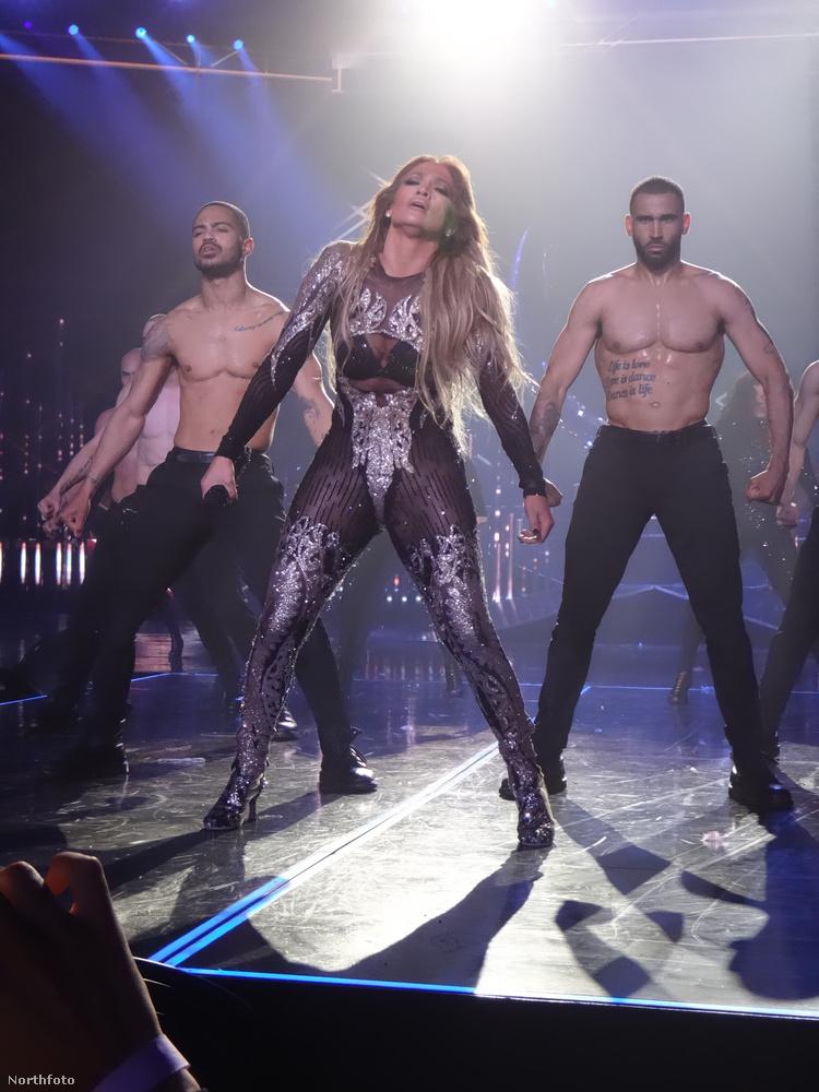 De az ön figyelmébe szeretnénk ajánlani Jennifer Lopez háttértáncosait is Las Vegasból
