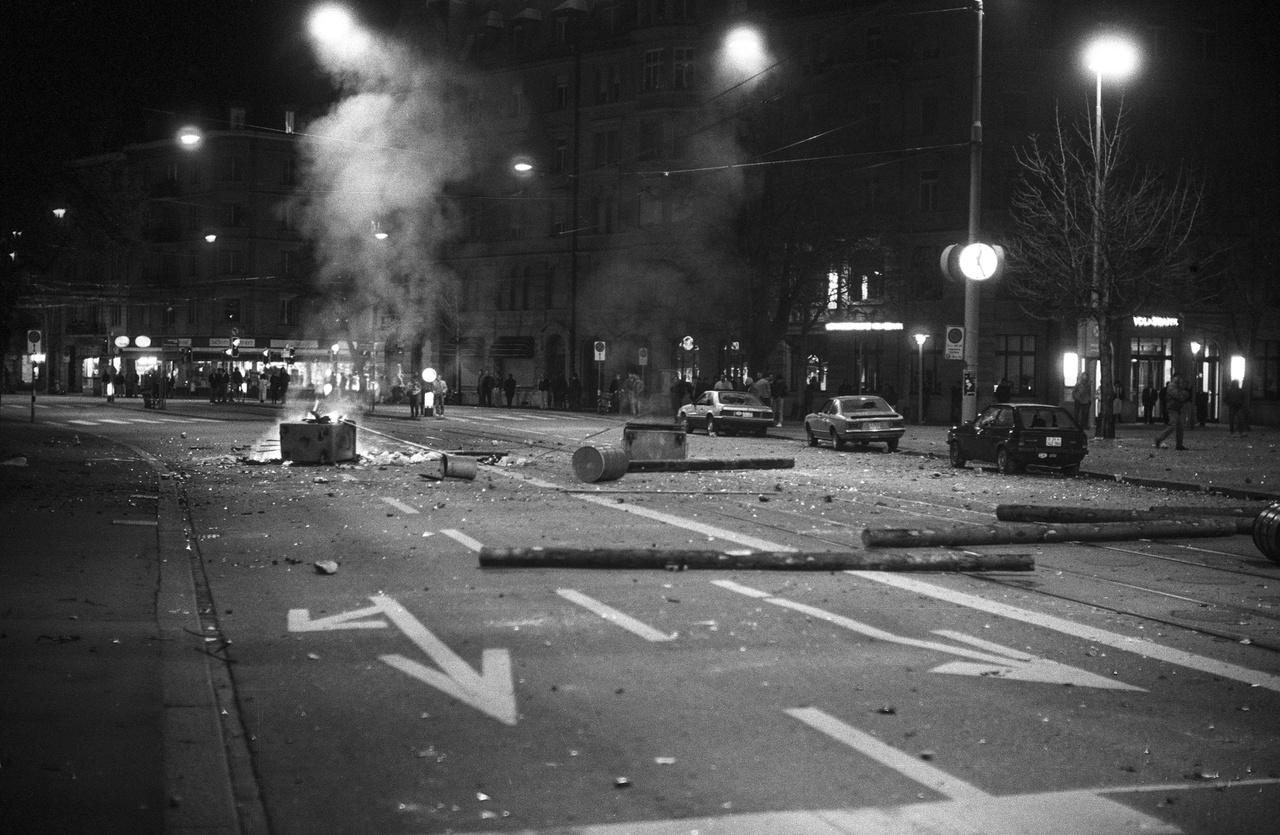 Megkezdődött a harc a Kanzlei-kulturális központ ellen. Zürich, Helvetiaplatz, 1989.