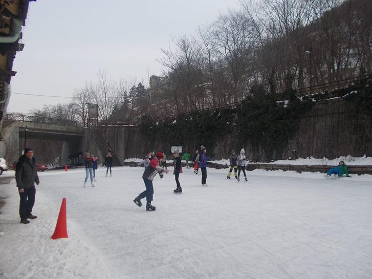 Télen korcsolyapályává alakul az egykori zugligeti végállomás