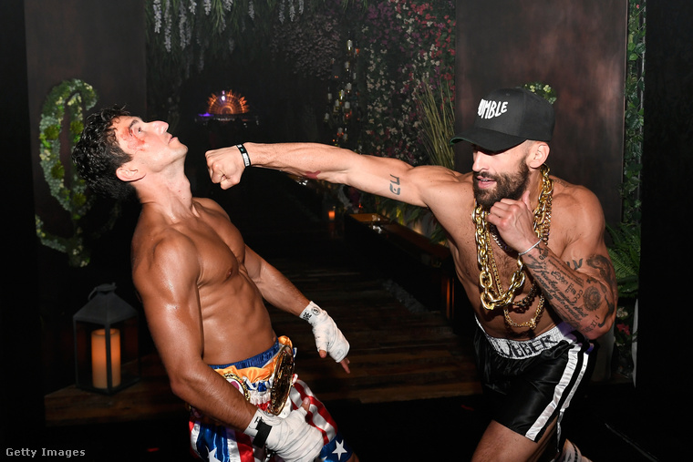 Ez egy bokszmeccsnek néz ki, de nem az, csak két vendég a Casamigos Halloween Party nevű eseményen Las Vegasban