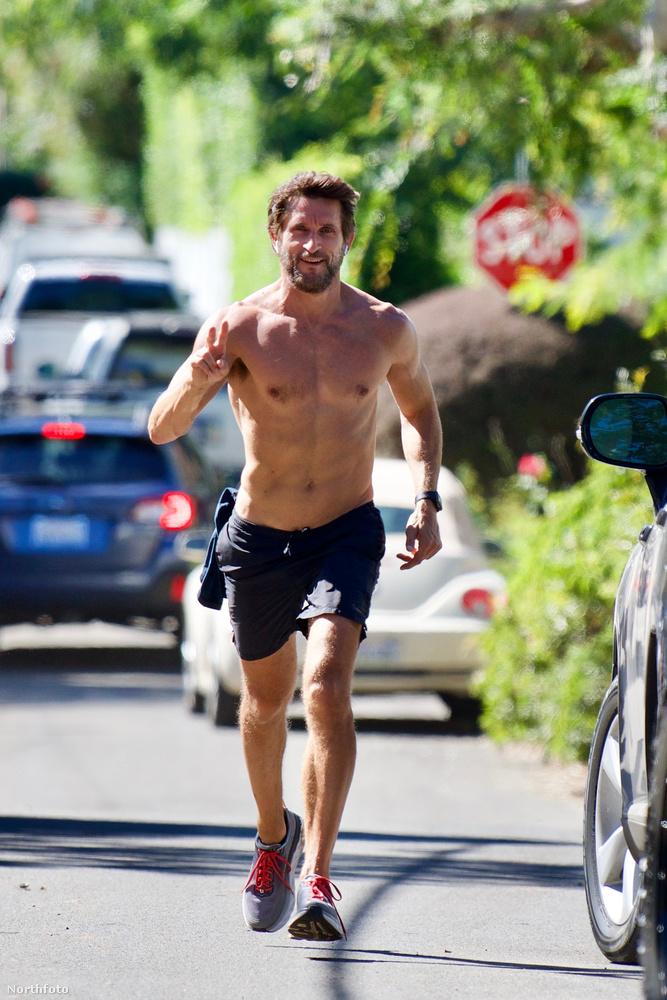 Így kocogott Jonathan LaPaglia ausztrál színész október 16-án.