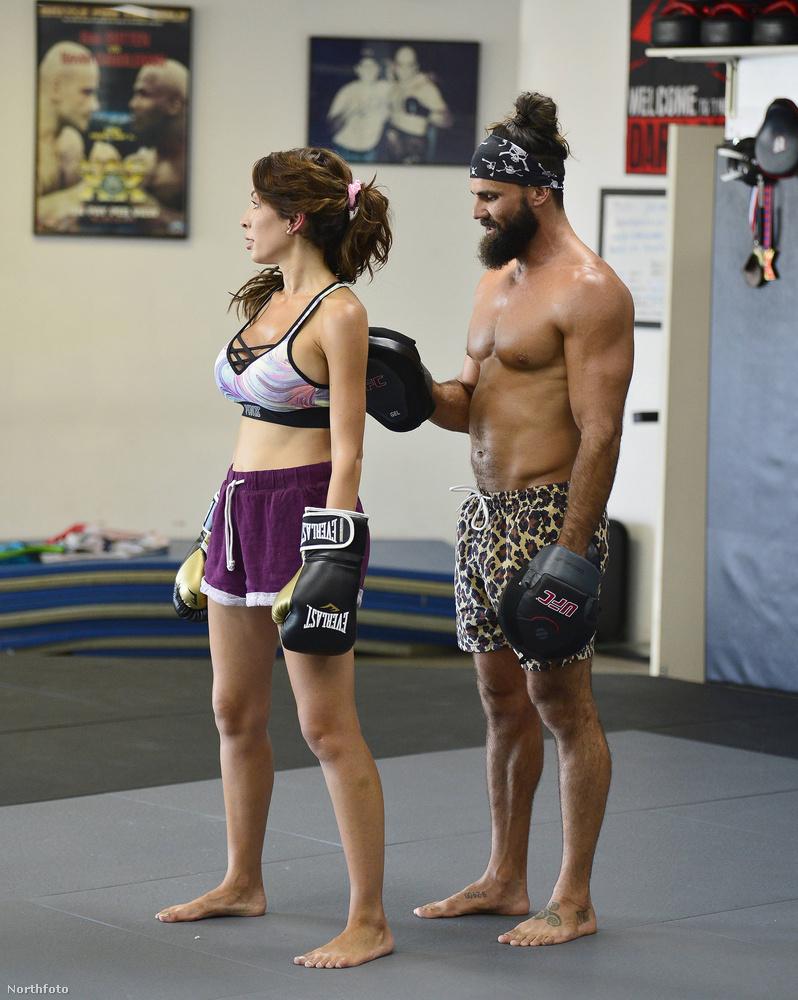Hoppá, ő Jeremy Jackson a Baywatchból! A képen éppen Farrah Abrahammel és az ő designervaginájával edz.