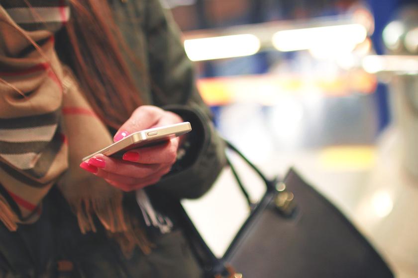 Negyed óra alatt hányszor nyúlsz a telefonért? A függőségről kérdeztük a pszichológust