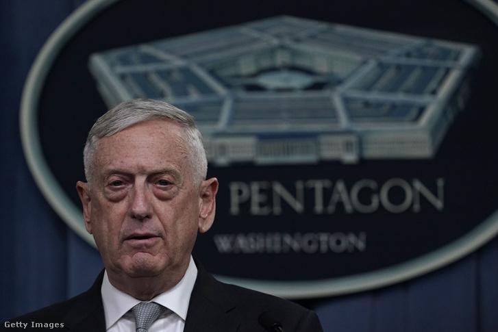 James Mattis tájékoztatja a média munkatársait a szíriai helyzetről, 2018. április 13-án a Pentagonban, Virginia-ban