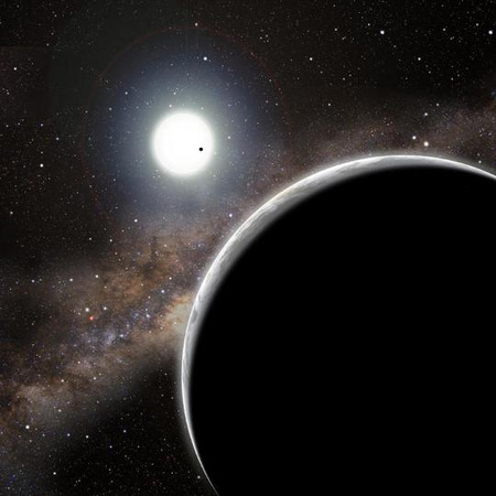 Fantáziarajz a Kepler-19 csillag rendszeréről. Az előtérben a Kepler-19c, a távolban a csillag előtti pontként a Kepler-19b látható.[David A. Aguilar (CfA)]