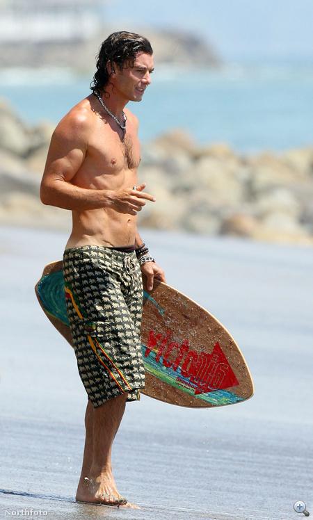 Gavin Rossdale szörfözik