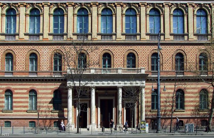 Az Eötvös Lóránd Tudományegyetem Bölcsészettudományi Karának (ELTE BTK) főépülete a főváros VIII. kerületében, a Múzeum körúton