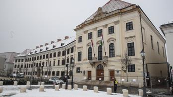 Lassan kész Orbán nagy műve, az 1944 utáni időszak kiradírozása