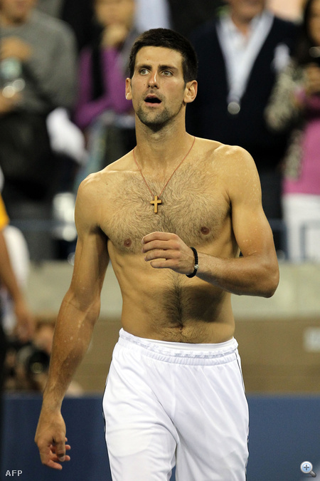Novak Djokovics póló nélkül