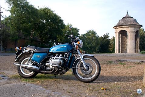 Nagyon tömör építésű motor az öreg Honda, de jók az arányai