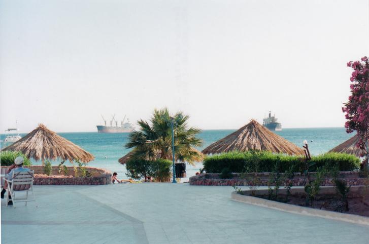 Az Akabai-öbölben parkoló hajók