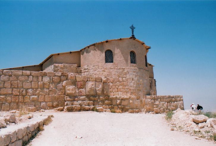A Nébó-hegy kápolnája