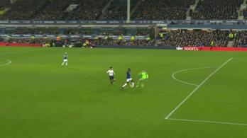 Neuerezni akart, csúnyán ráfázott az Everton-kapus