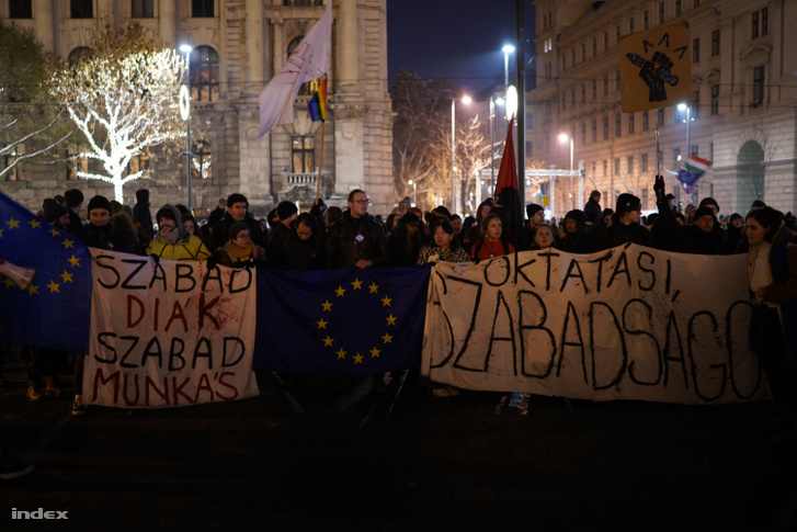 Tüntetés a túlóratörvény ellen 2018. december 6-án