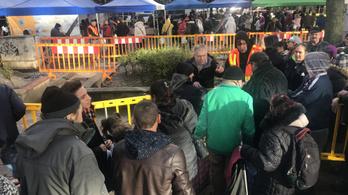 Élő közvetítésünk a Blaha Lujza téri ételosztásról