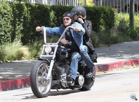 John Mellencamp motorozni viszi Meg Ryant - Exile Cycles custom