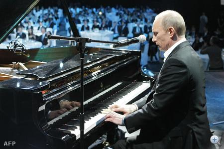 2010. december 10. Jótékonysági koncerten Szentpéterváron.