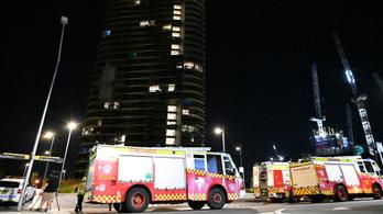 3000 embert kellett kimenekíteni egy repedező ausztrál felhőkarcoló miatt
