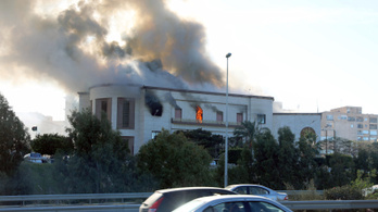 Öngyilkos merénylők támadták meg a líbiai külügyminisztérium épületét