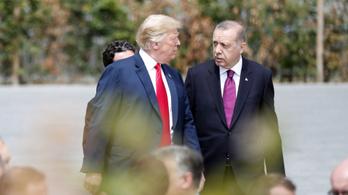 Látványosan békül Trump és Erdogan