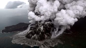 Videón láthatók a cunamit okozó vulkán gigantikus kitörései