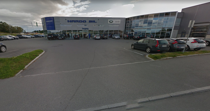 Egy Volvo-kereskedés Trondheimben. Talán itt játszódott le a történet