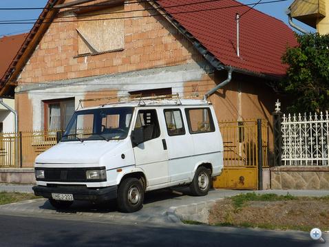 Cinkotai életkép, az állítólagos gyorshajtó otthonáról és a leghíresebb magyarországi Fiat Talentóról