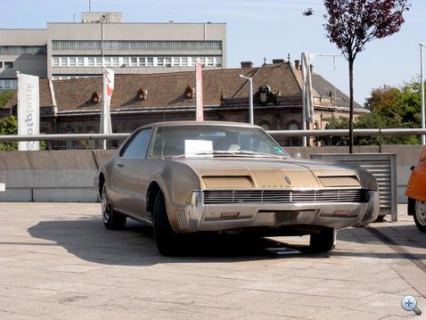 Oldsmobile Toronado elsőkerék-hajtással, giga-V8-cal