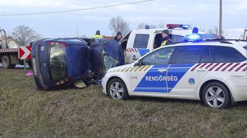 Felborult egy autó, meghalt a sofőrje Szeged közelében