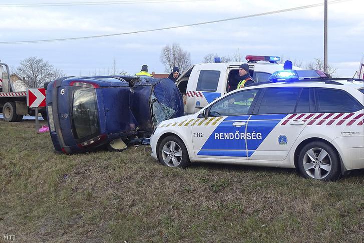 A Bordány és Szeged közötti útról lesodródott és összetört személyautó 2018. december 26-án. A 43-as kilométernél történt balesetben a sofőr a helyszínen életét vesztette