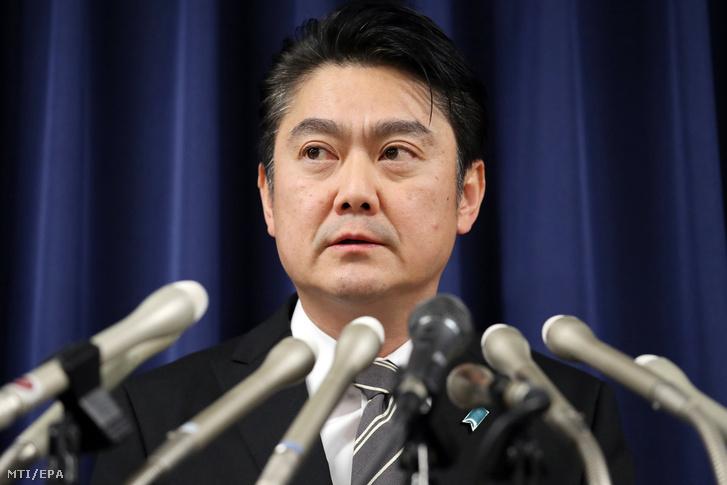 Jamasita Takasi japán igazságügy-miniszter sajtótájékoztatót tart a tokiói igazságügyi minisztériumban 2018. december 27-én.