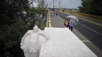 A 22 éves P. Petra lerúgta a kőkeresztet a Margit hídról