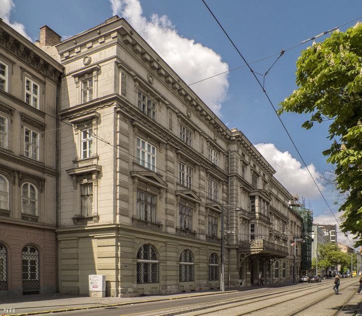 Az Andrássy Palota a Bem rakpart 6. szám alatt.
