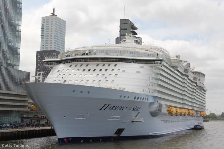 A világ legnagyobb óceánjárója 'Harmony of the Seas' Rotterdamban