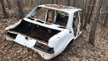 Hogy kerül a Trabant az erdőbe? És a zöldséges Merci?