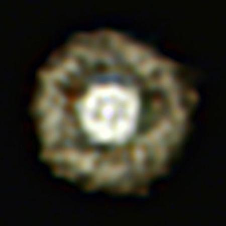 A Tükörtojás-köd hamisszínes képe. A kék szín a 8590 nm-es, a zöld a 11850 nm-es, míg a vörös szín a 12810 nm-es távoli infravörös szűrőkön keresztül rögzített felvételek intenzitását kódolja. [ESO/E. Lagadec]