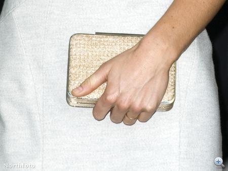 A 250000 fontos gyűrű Katalin táskájában lapul.