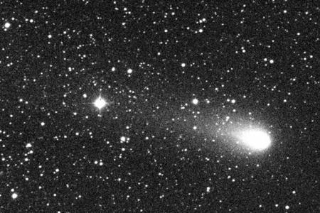 A 21P/Giacobini-Zinner üstökös 1998. október 22-én. A felvételt Kiss László, Sárneczky Krisztián és Szabó Gyula készítette a Piszkéstetői Csillagvizsgáló 60 cm-es Schmidt-távcsövével.