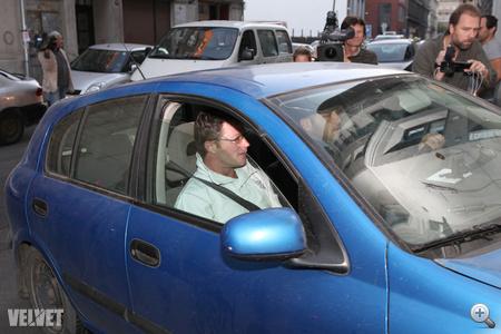 Stohl András megkezdte börtönbüntetését október 5-én reggel 8-kor: Dr. Ruttner Györggyel az ügyvéd irodájában találkozott reggel negyed nyolckor.