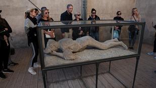 Pompejinél turistásabb rom nincs, mégse lehet otthagyni