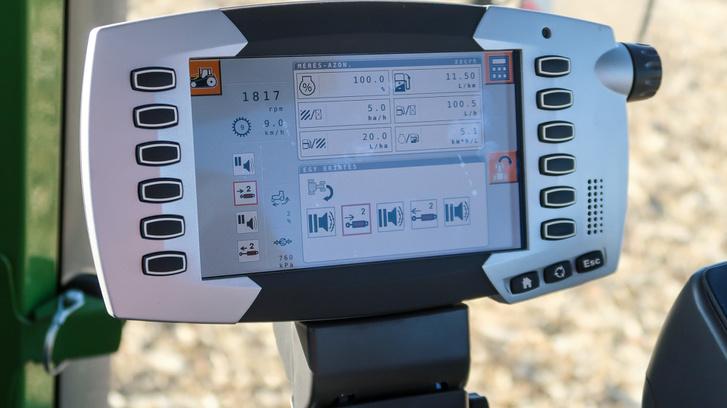 Ez a traktor konfigurálható információs központja