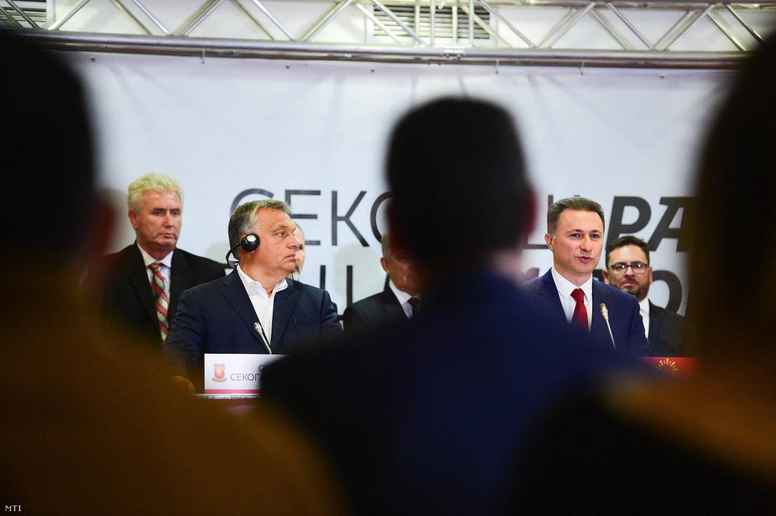 Orbán Viktor miniszterelnök (elöl b) és Nikola Gruevszki korábbi macedón kormányfő a jobboldali ellenzéki Belső Macedón Forradalmi Szervezet - Macedón Nemzeti Egység Demokratikus Pártja (VMRO-DPMNE) vezetője (j2) sajtótájékoztatót tart Ohridban 2017. szeptember 28-án.