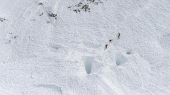 Előbb egy embert, majd a tízfős mentőcsapatot is maga alá temette a lavina Oroszországban