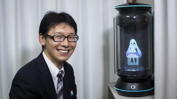 Összeházasodott egy hologrammal egy japán férfi