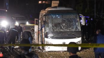 Negyven feltételezett terroristát öltek meg az egyiptomi turistabusz felrobbantása miatt
