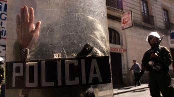 Agyonvert nőt hibáztatott a bolíviai rendőrtiszt, kirúgták